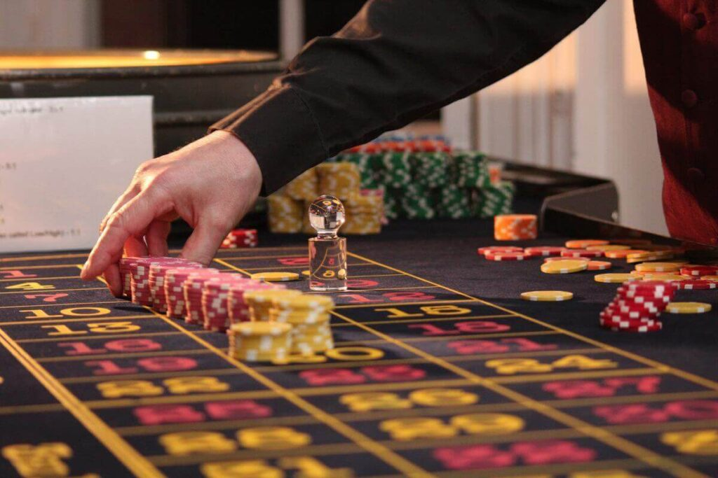 lie dealers whats the difference between them and other games at casinos